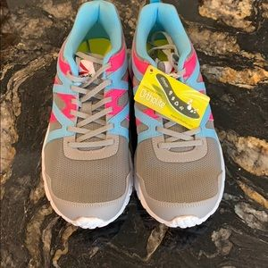 Girls reebok run supreme girls size 6